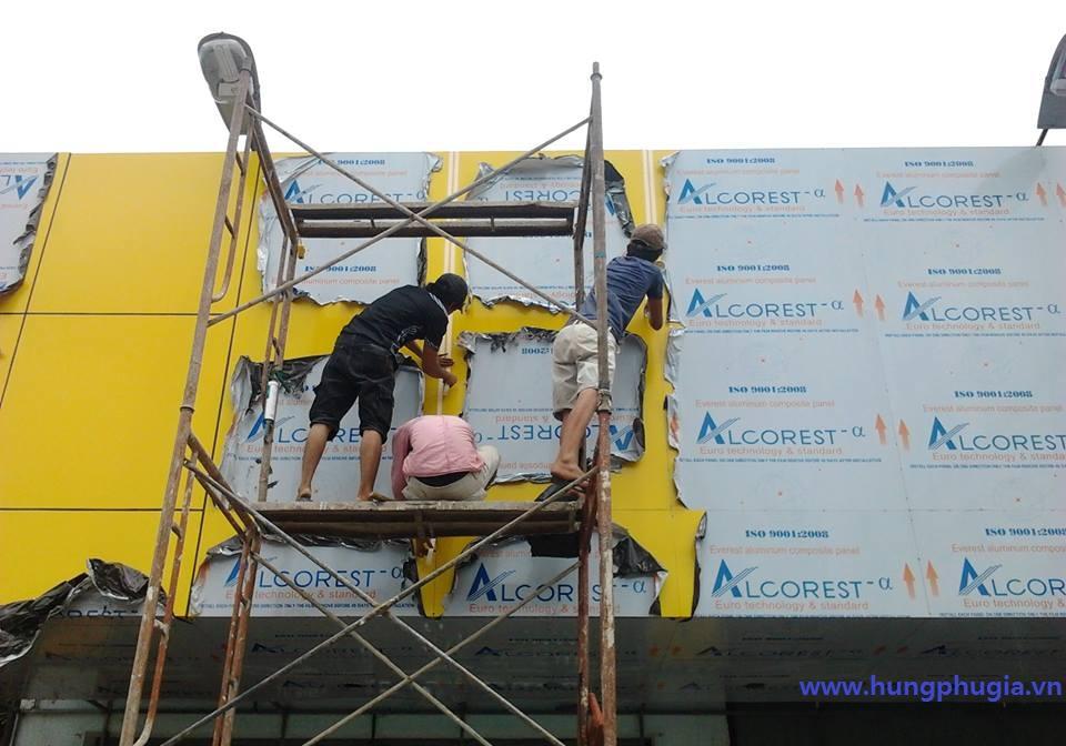 Thi công tấm ốp nhôm nhựa aluminium Alcorest