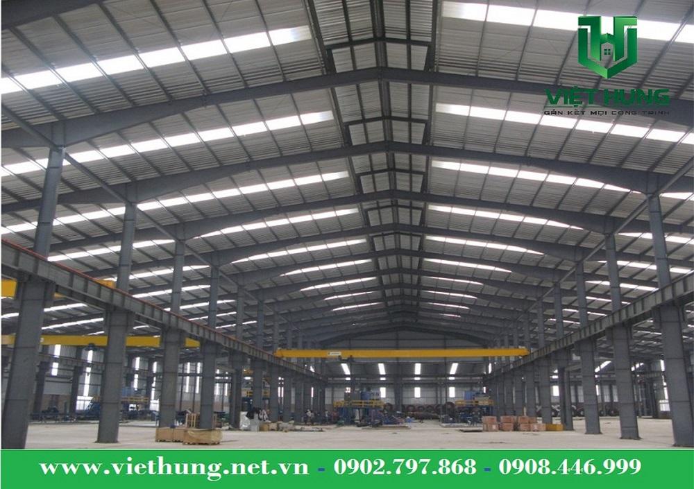 Tôn nhựa lấy sáng Polycarbonate trong suốt cho nhà xưởng, nhà máy sản xuất