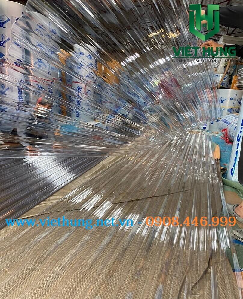 Tôn nhựa lấy sáng trong suốt Polycarbonate 9 sóng vuông