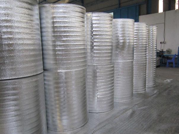 Cuộn mút xốp cách nhiệt pe opp phủ bạc