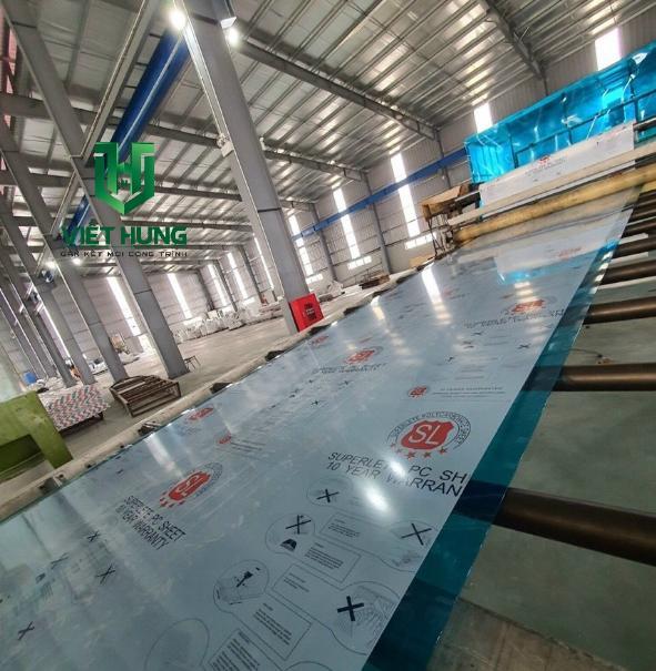 Nhà máy sản xuất tấm lợp lấy sáng thông minh Polycarbonate Việt Hưng