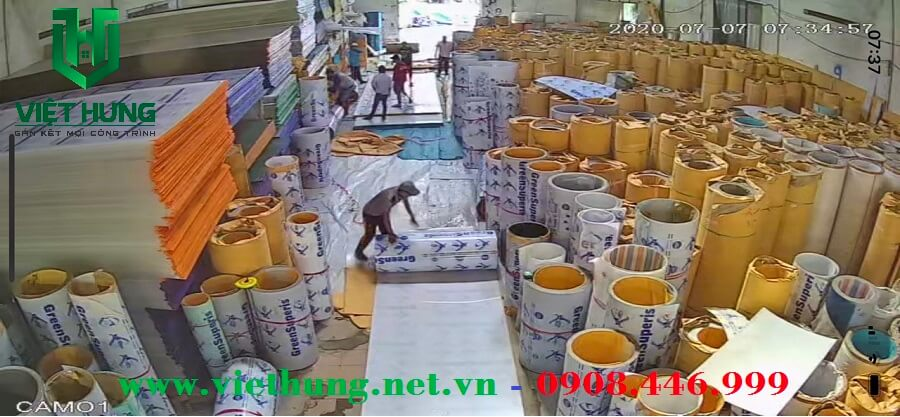 Kho hàng tấm lợp lấy sáng Polycarbonate đặc ruột Việt Hưng