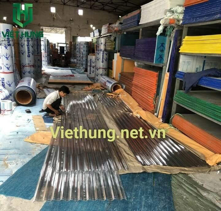 Kho hàng tấm lợp lấy sáng polycarbontae dạng sóng và phẳng tại Việt Hưng