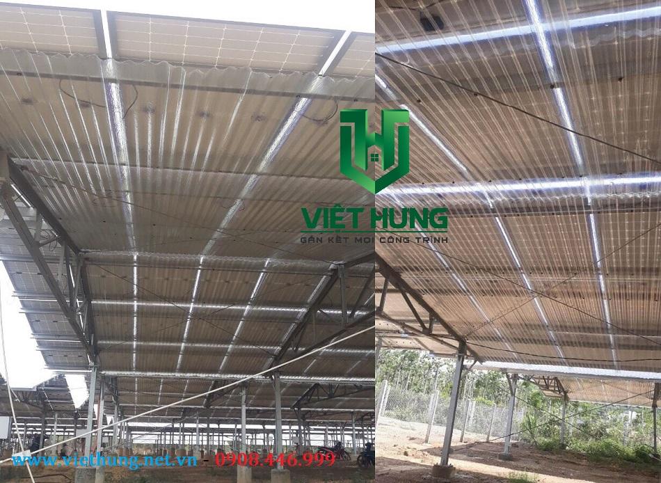 Tôn nhựa lợp dưới tấm pin điện năng lượng mặt trời do Việt Hưng cung cấp