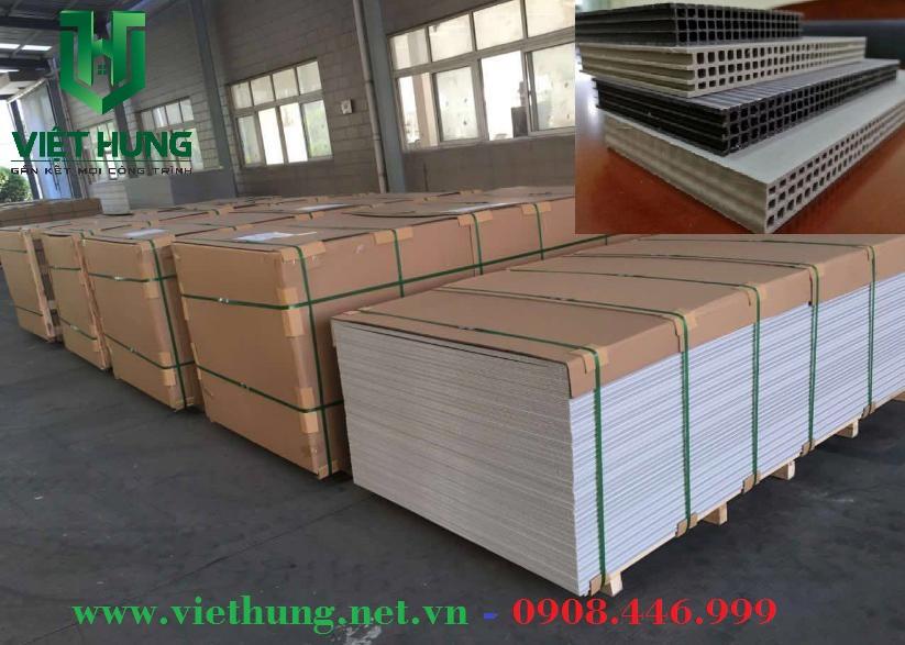 Kho hàng tấm ván nhựa Cốp Pha lót sàn Việt Hưng
