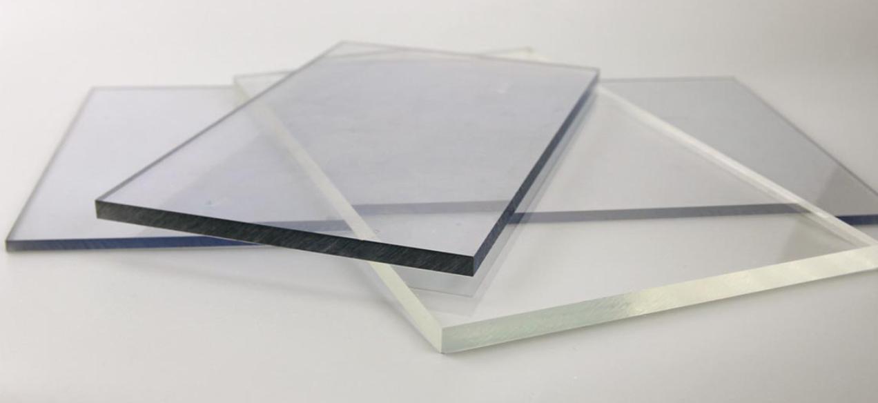 Tấm lợp lấy sáng Polycarbonate đặc ruột dày 4mm màu trắng trong
